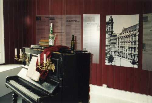 File:Kvinnemuseet-Dagna Przybyszewska exhibition.jpg