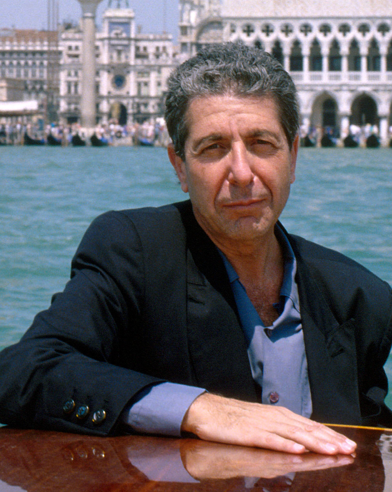 File:Leonard Cohen, 1988 02 (cropped).jpg - Wikimedia Commons