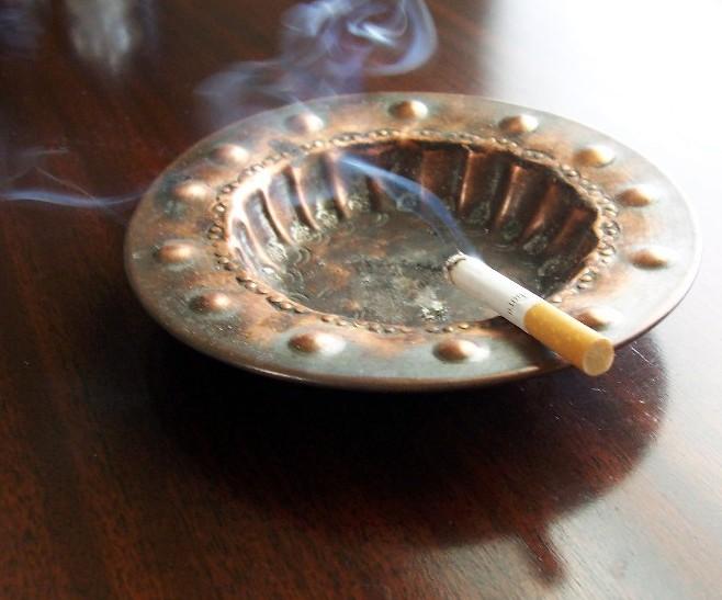 Classy_Ashtray_Cigarette