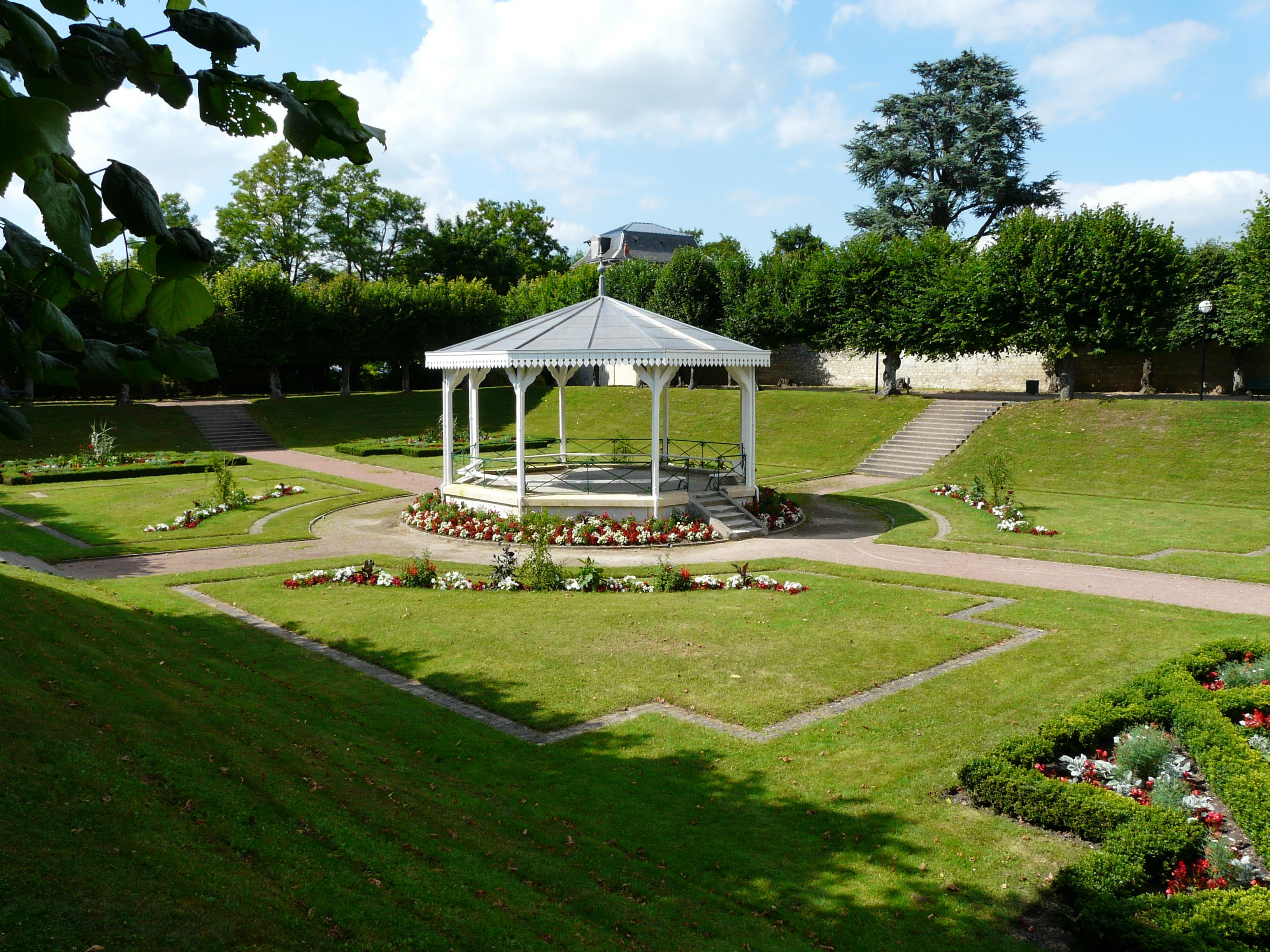 File loudun jardin public 1 jpg wikimedia commons for Jardin public