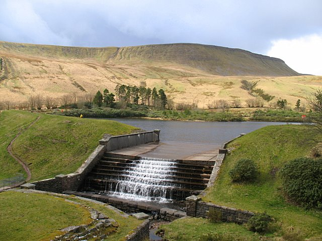 Lower Neuadd Reservoir - geograph.org.uk - 754096