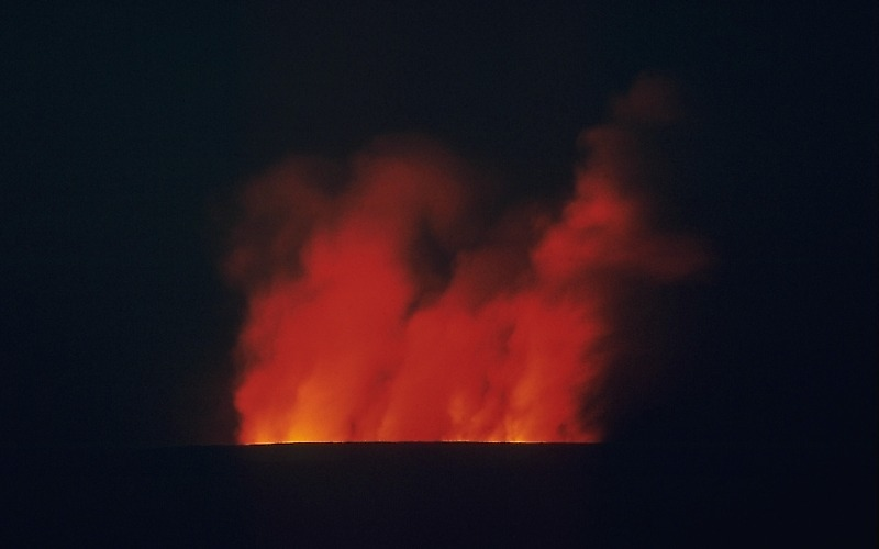 ファイル:Mauna Loa erupting at night, 1984.jpg