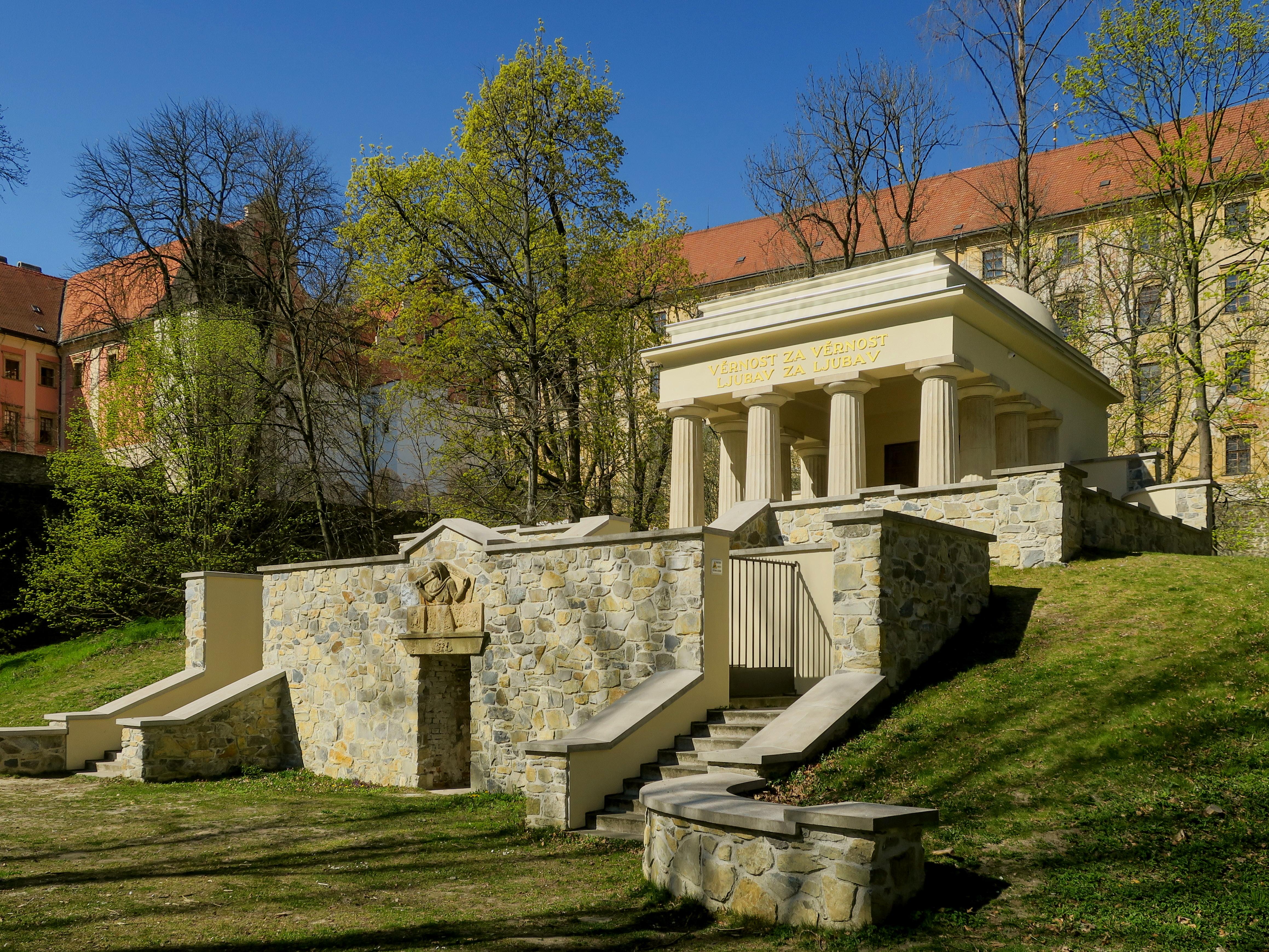 File:Mauzoleum jugoslavskych vojinu Olomouc 2020.JPG