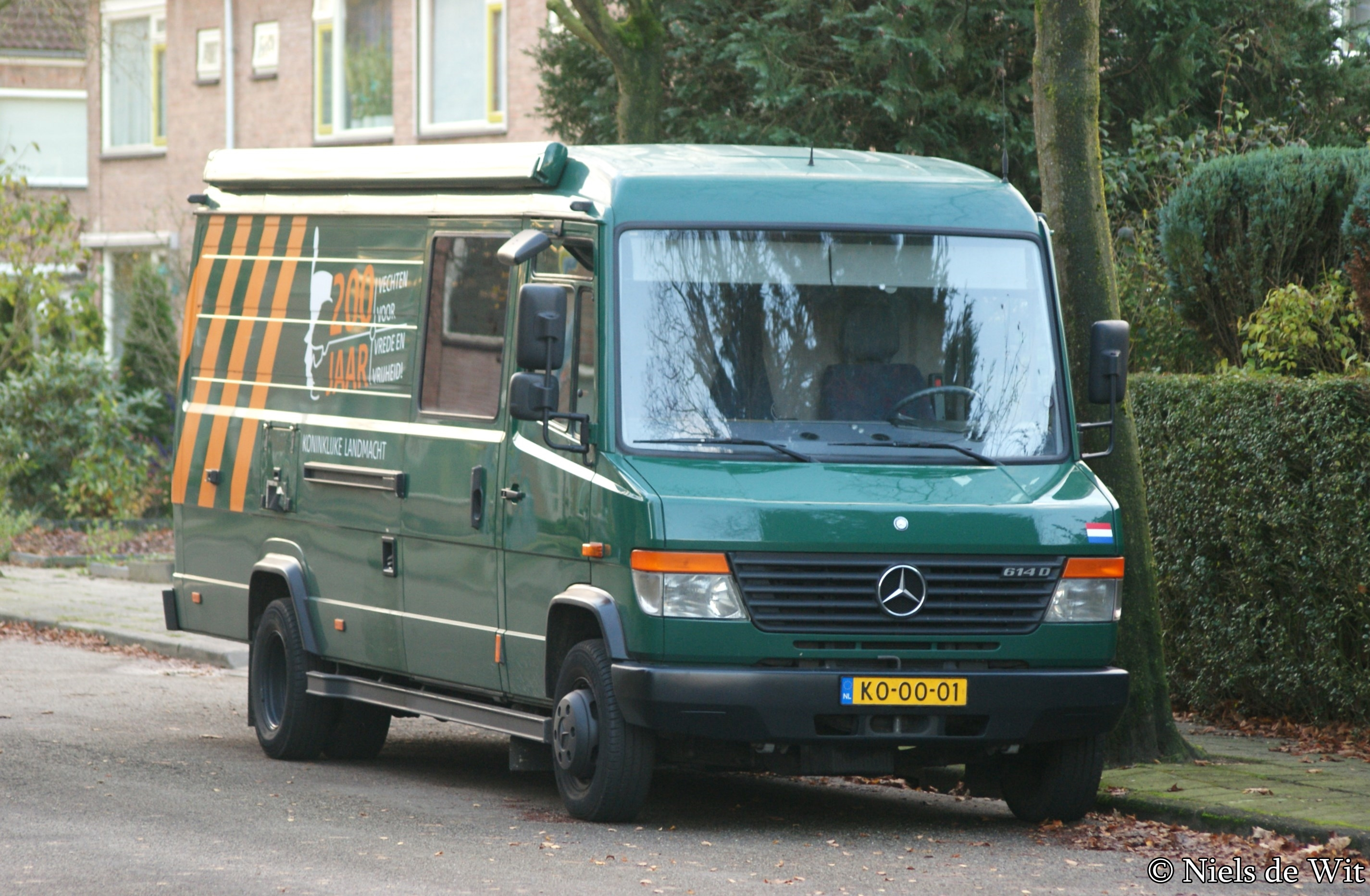 File:Mercedes-Benz Vario 614 D (15813290875).jpg