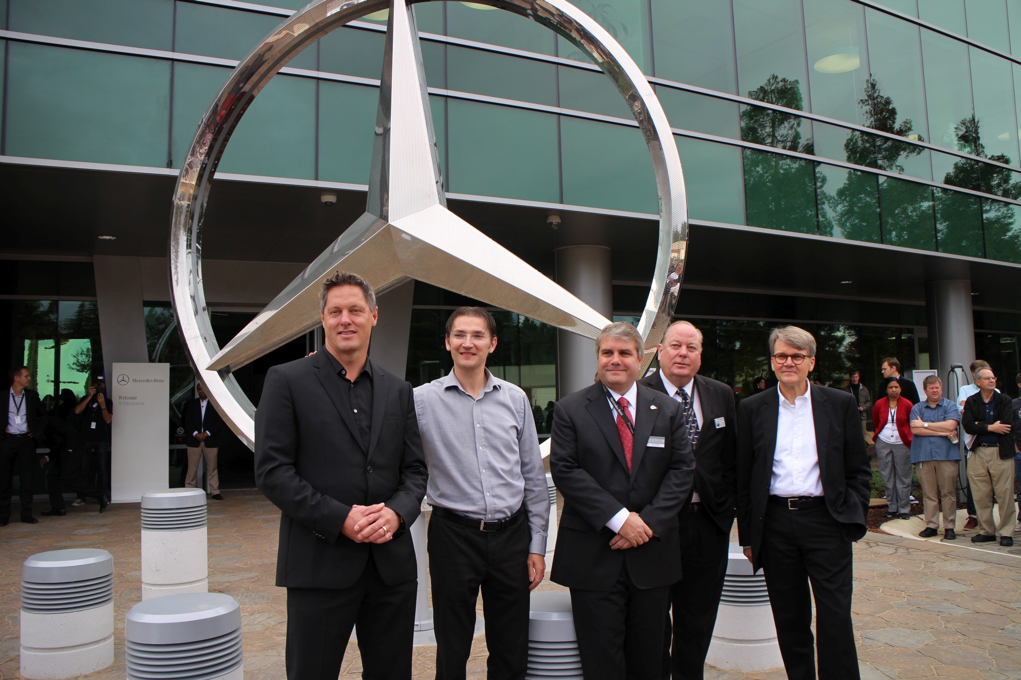 File:Mercedes Benz Research Development North America (13896040309)