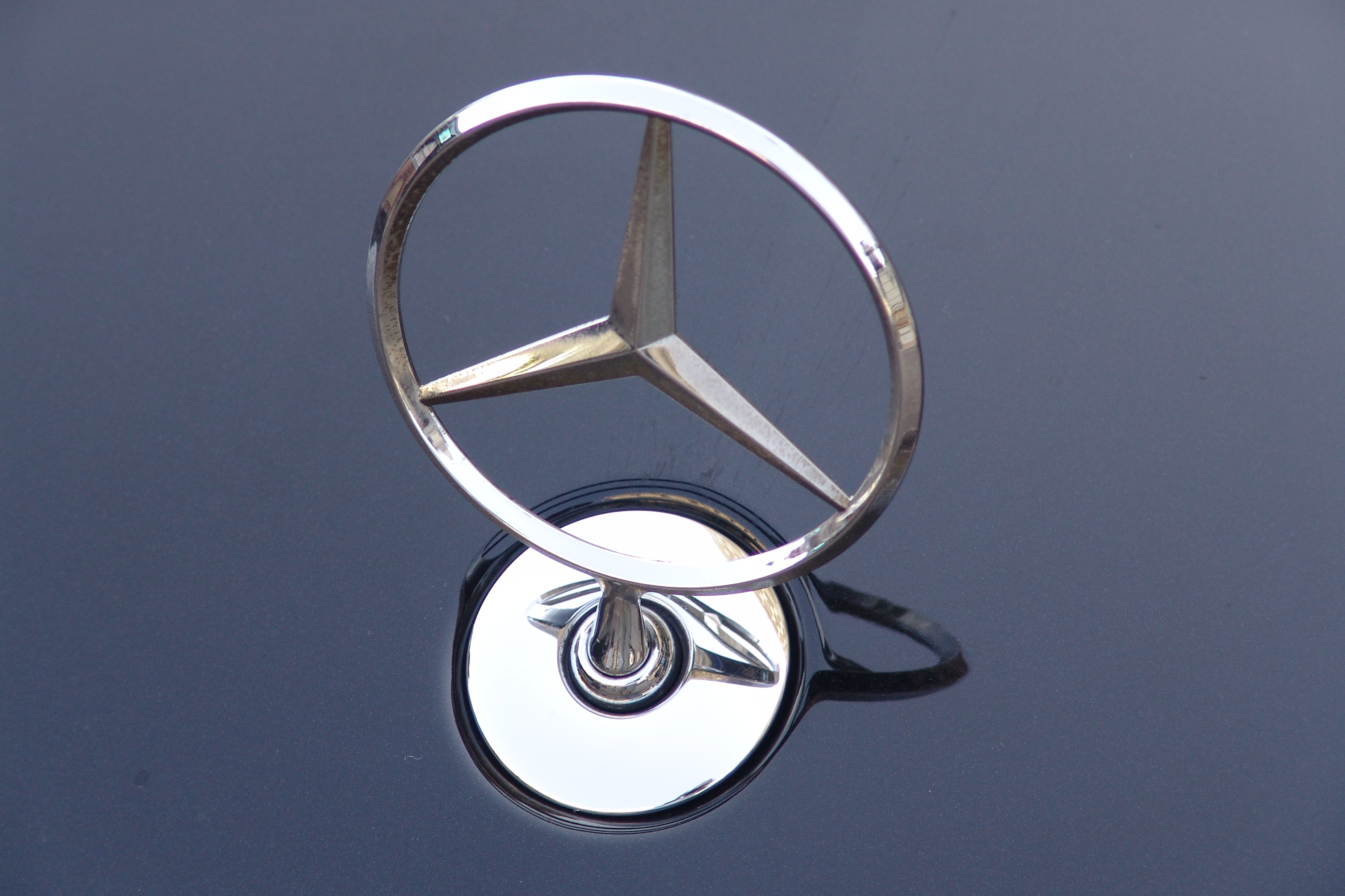 Mercedes Benz Logo New Car Update 2020