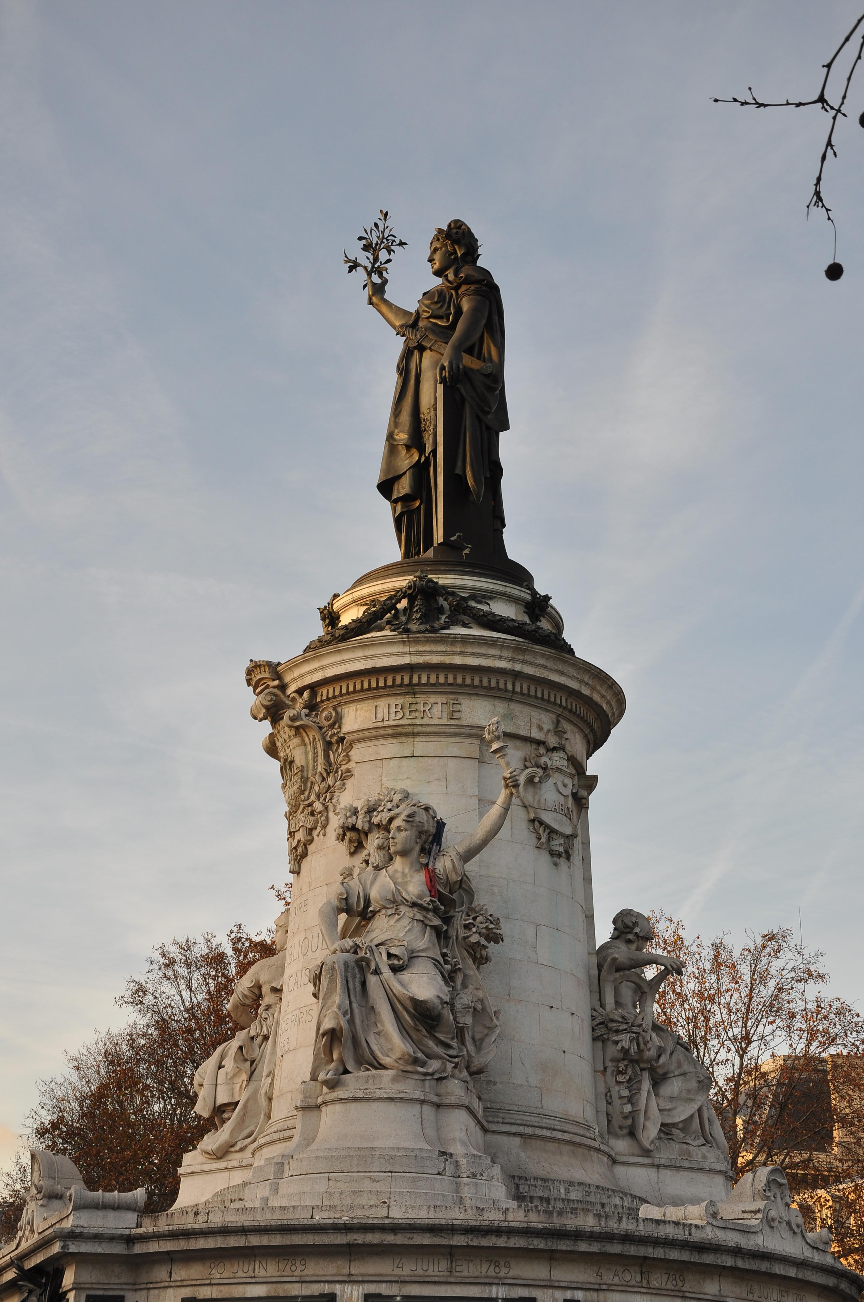 File monument la r publique paris 10e 002 jpg wikimedia commons - La quincaillerie paris 10 ...