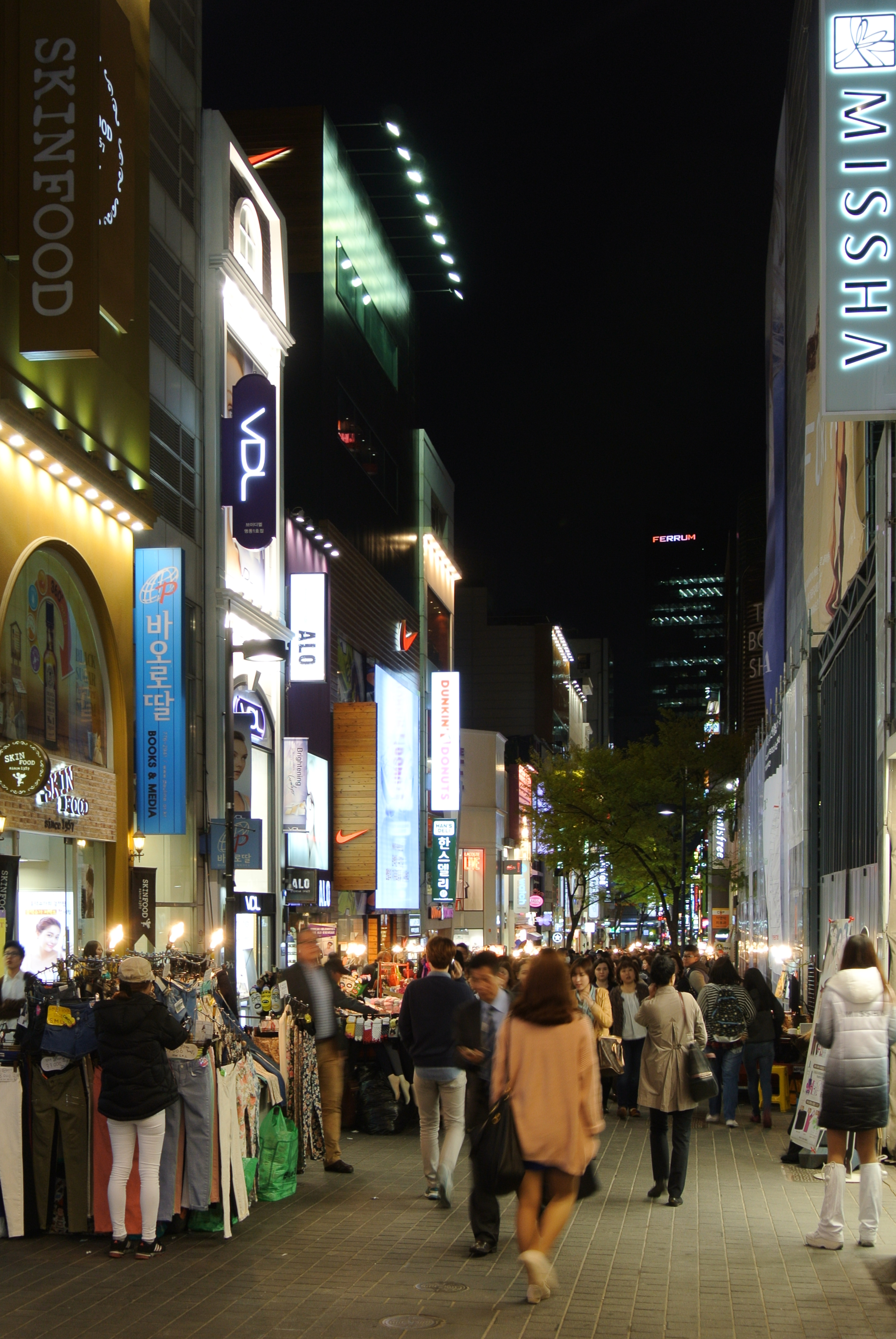 Myeong-dong street by night.JPG