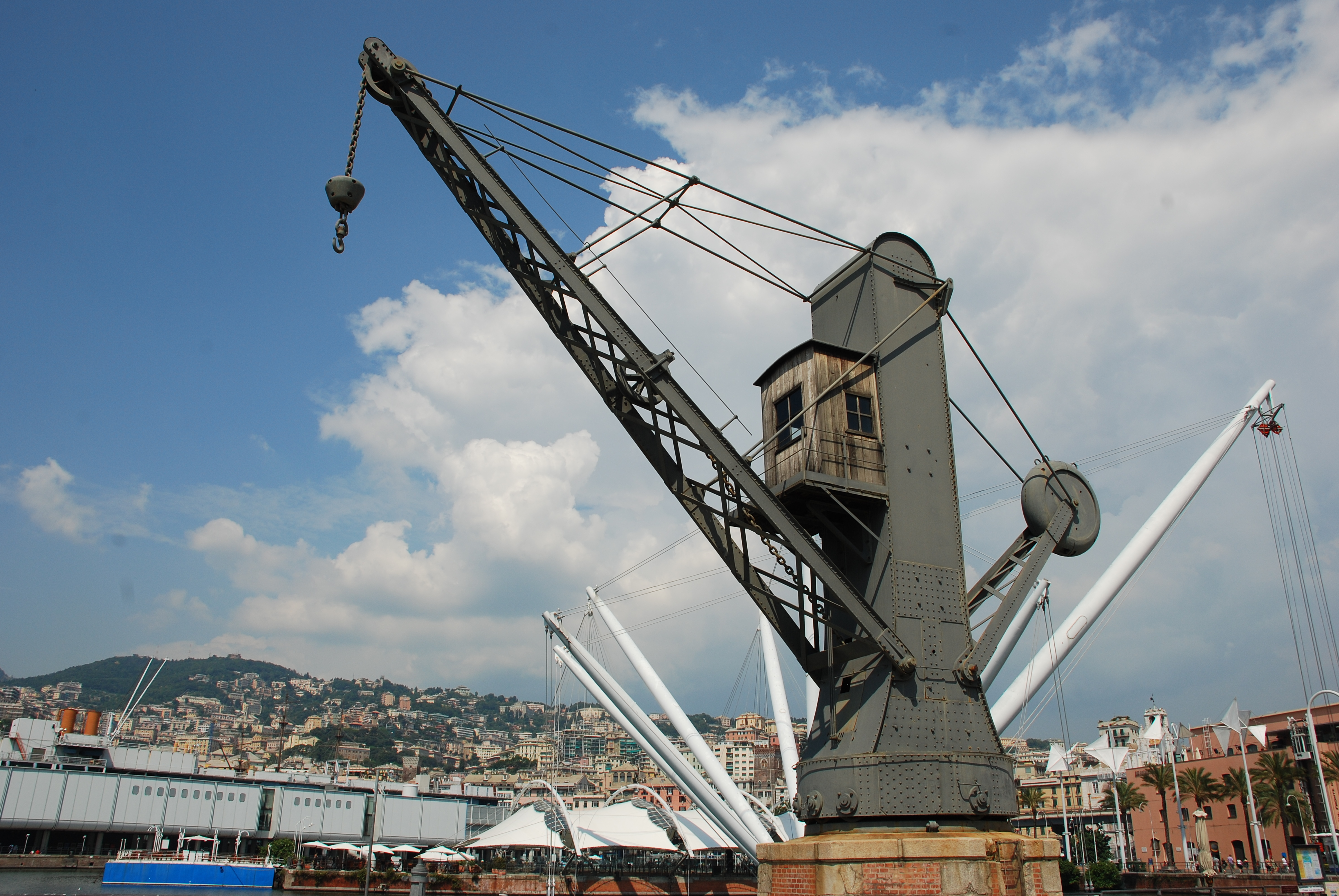 File Old Crane In The Old Port Of Wikimedia