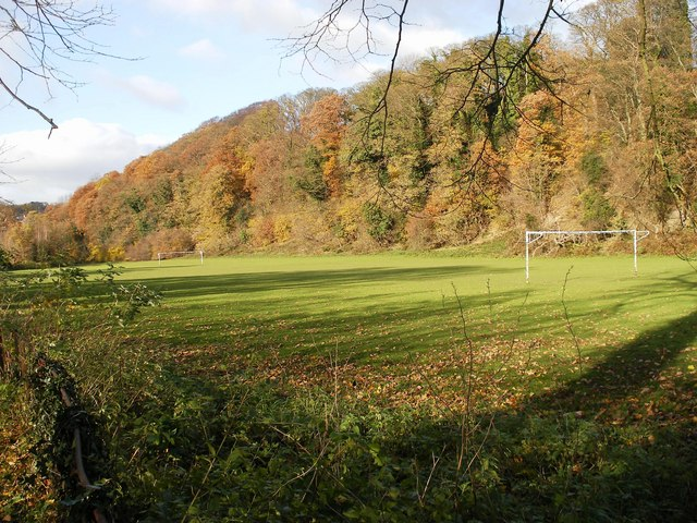 Playing Fields - geograph.org.uk - 1047549