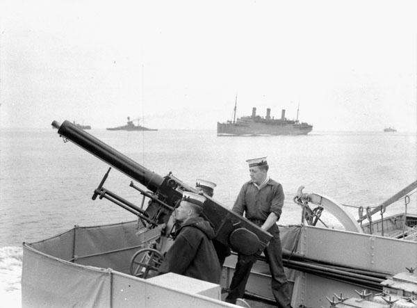 QF_2_pounder_HMCS_Assiniboine_a104057-v6.jpg