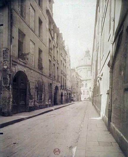 Eugène Atget拍下的巴黎,班雅明認為靈光從中得以釋放。