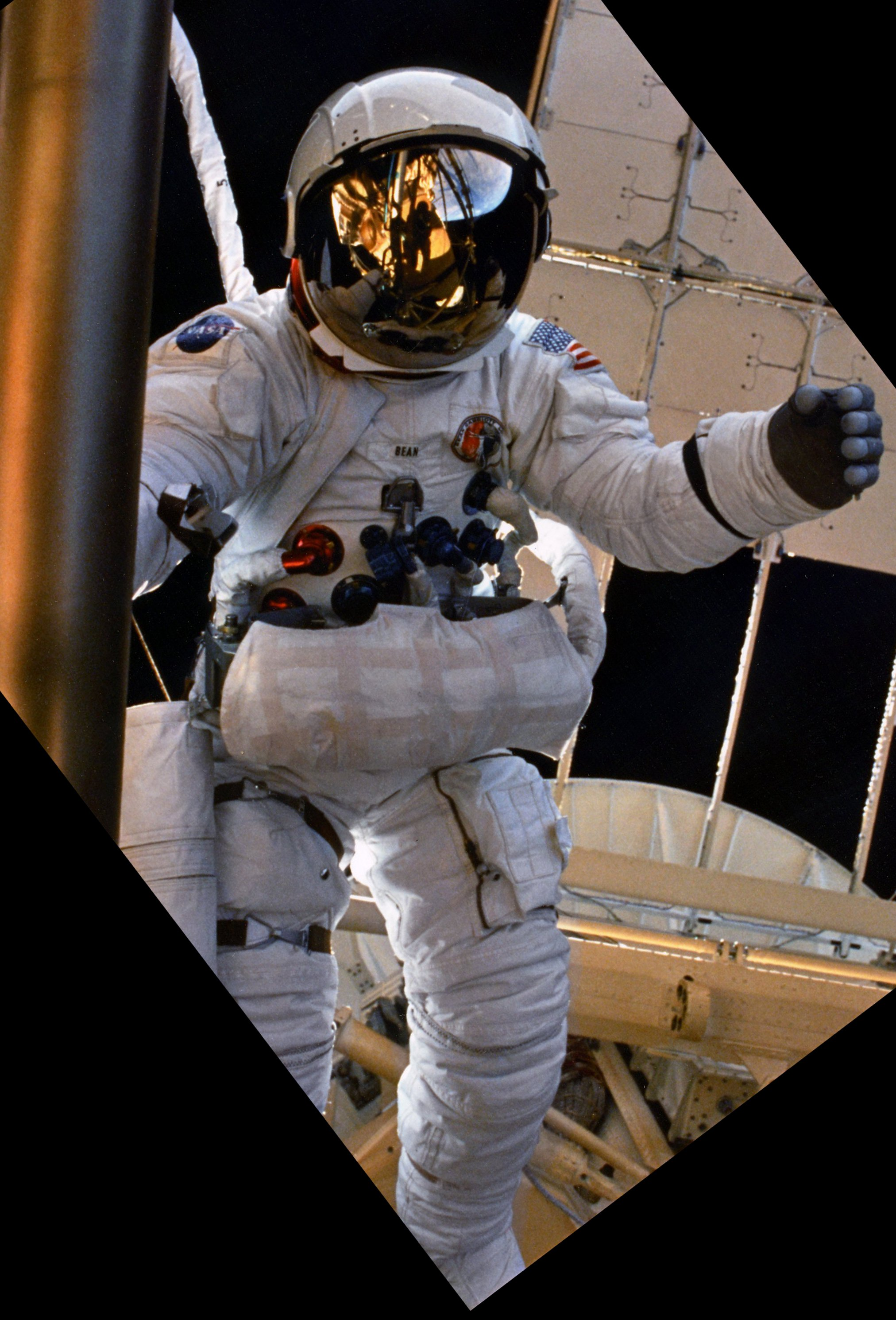 http://upload.wikimedia.org/wikipedia/commons/2/25/SL3-118-2180HR4_Alan_Bean_during_Skylab_3_EVA.jpg