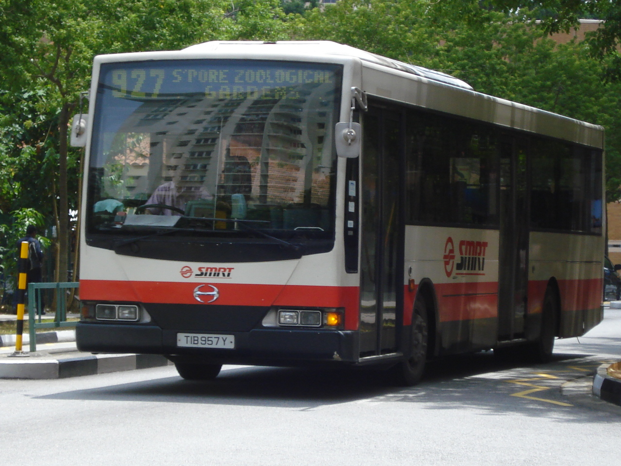 File:SMRT TIB957Y on 927.JPG