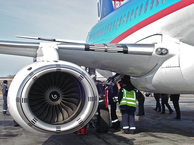 Установлена причина аварии Sukhoi Superjet в Киеве: у российского самолета отвалилась часть двигателя - Цензор.НЕТ 1905