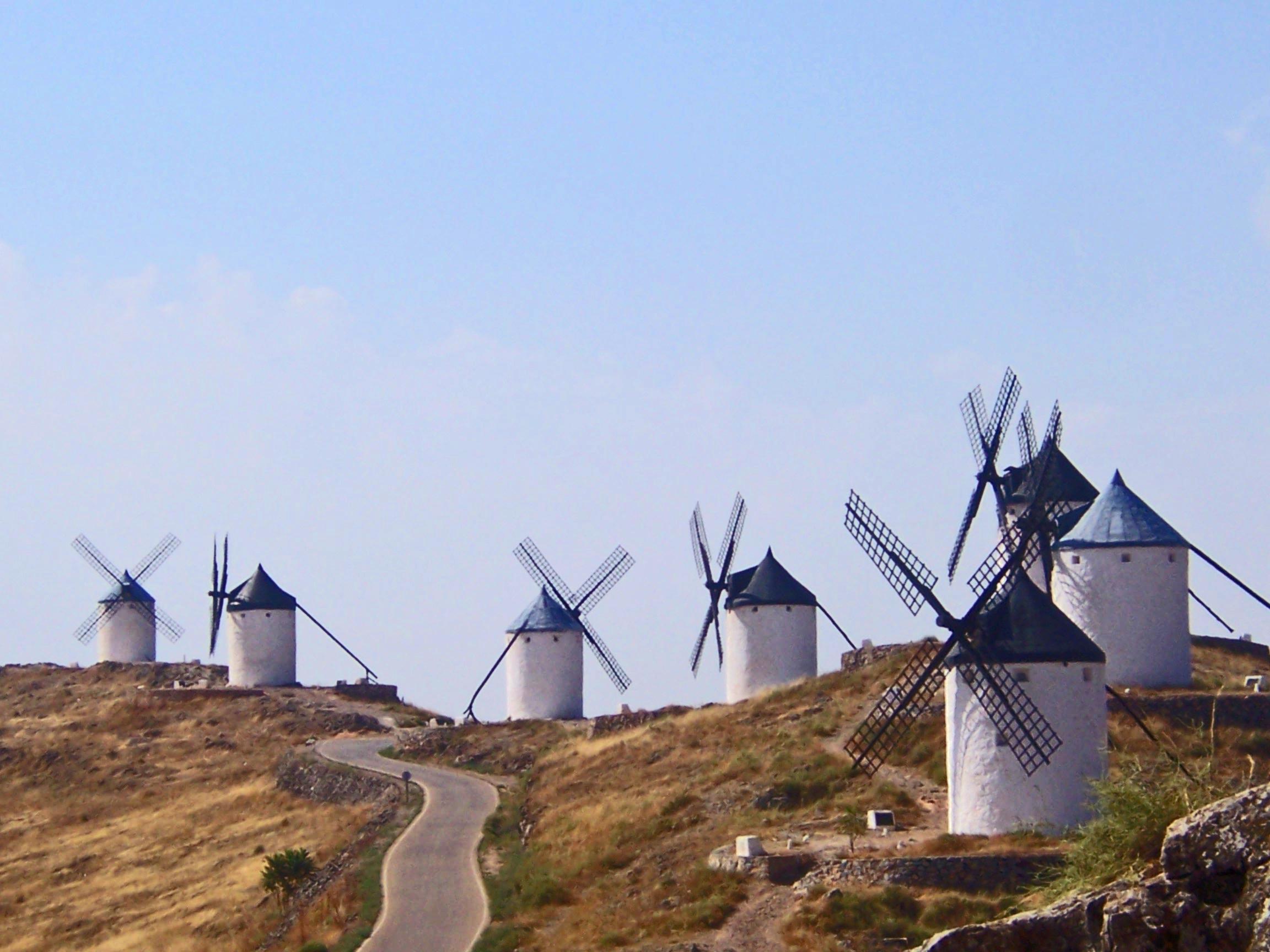 Siete de los doce molinos de viento de Consuegra (Toledo)
