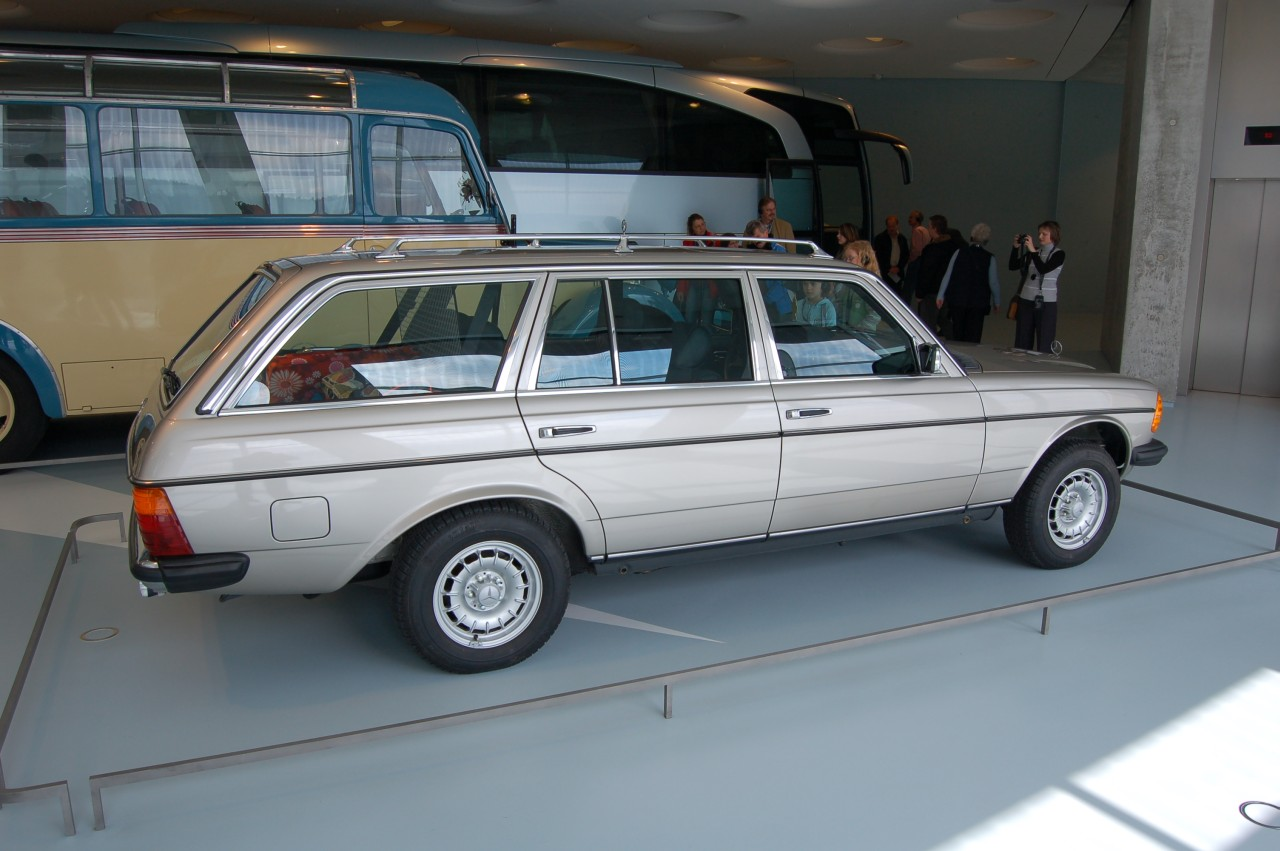 File Silver W123t Mercedes Benz Museum Jpg Wikimedia Commons
