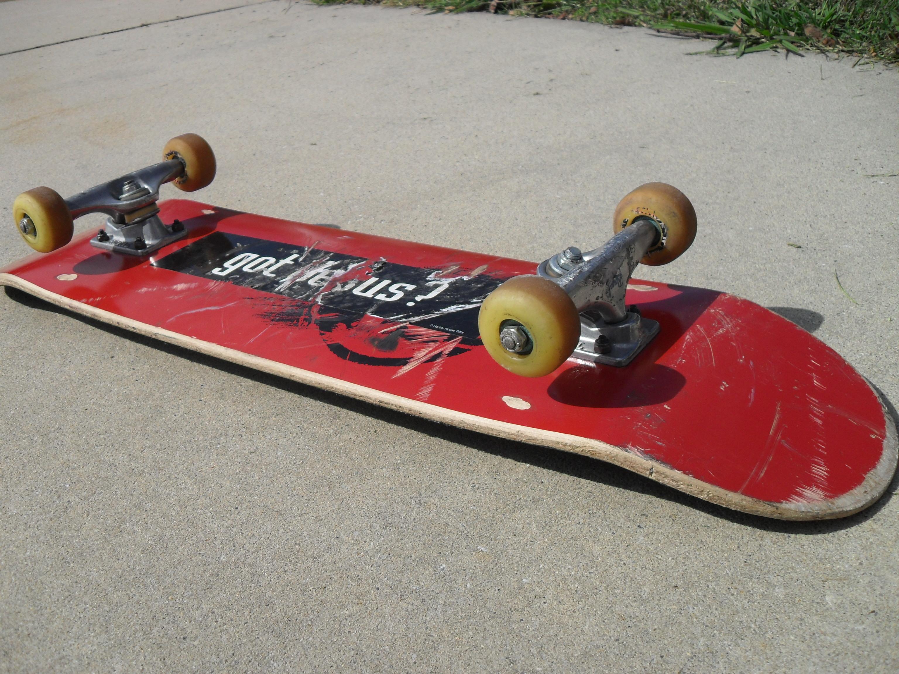 skate board: