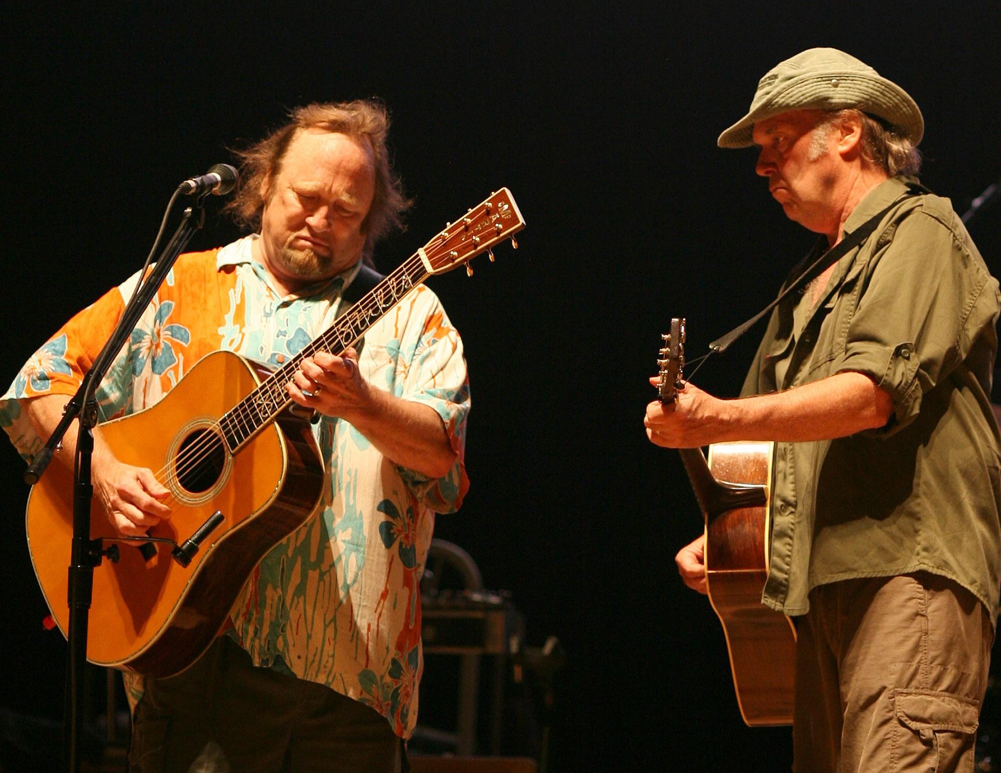 Stills y Young, fundadores de Buffalo Springfield junto a Furay, Palmer y Martin, en 2006.