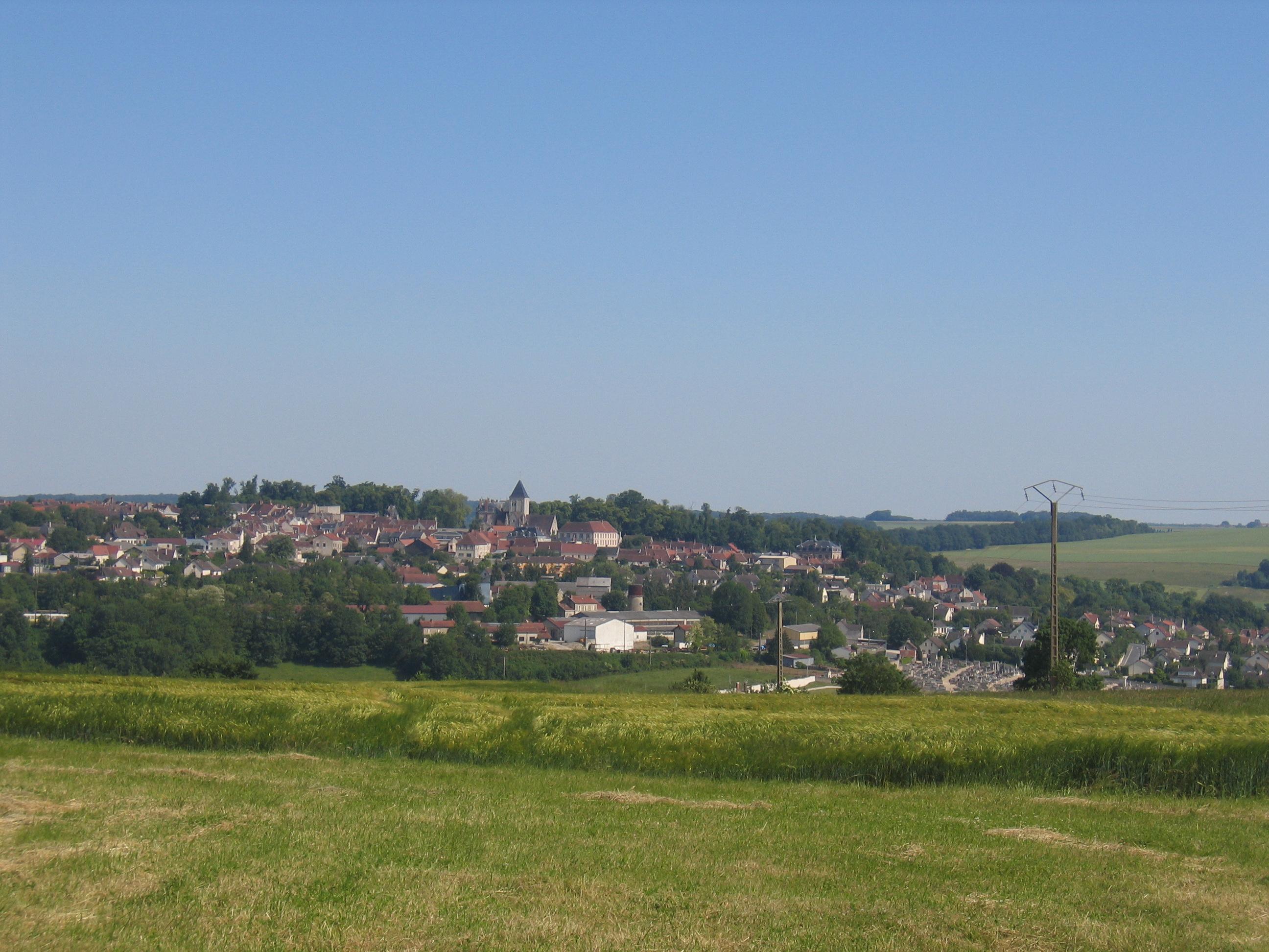 File vue sur la ville de montmirail marne wikimedia commons - Villes d ile de france ...