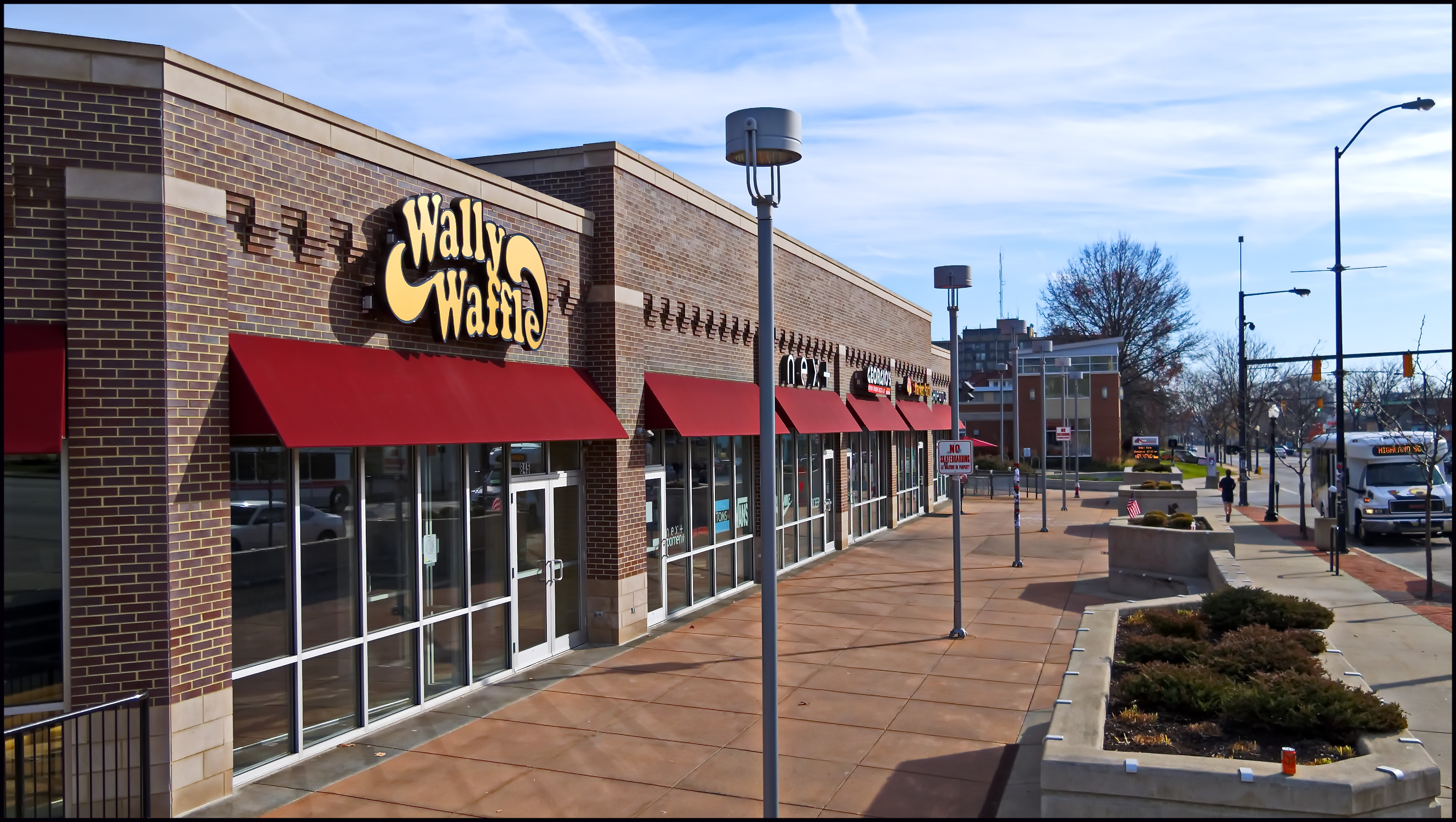 Highland Square Akron >> File Wally Waffle In Highland Square Panoramio Jpg Wikimedia Commons