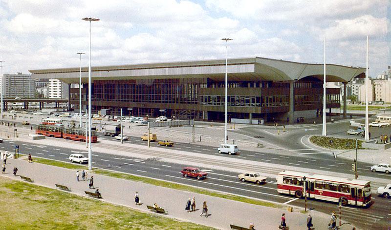 Gare centrale de Varsovie dans les années 70.