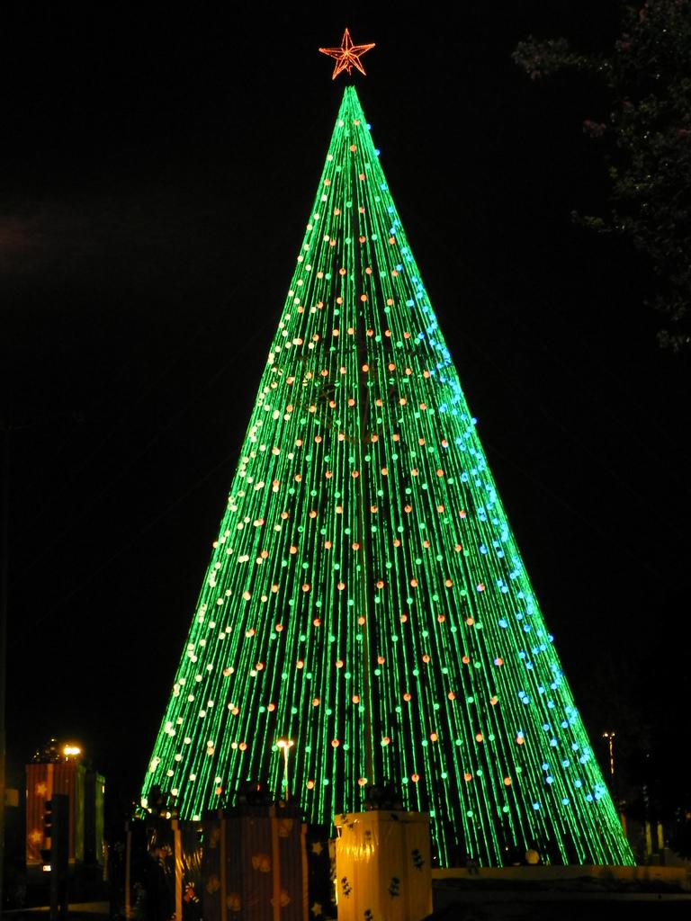 File rbol de navidad plaza espa a c rdoba 2011 02 - Arboles decorados de navidad ...
