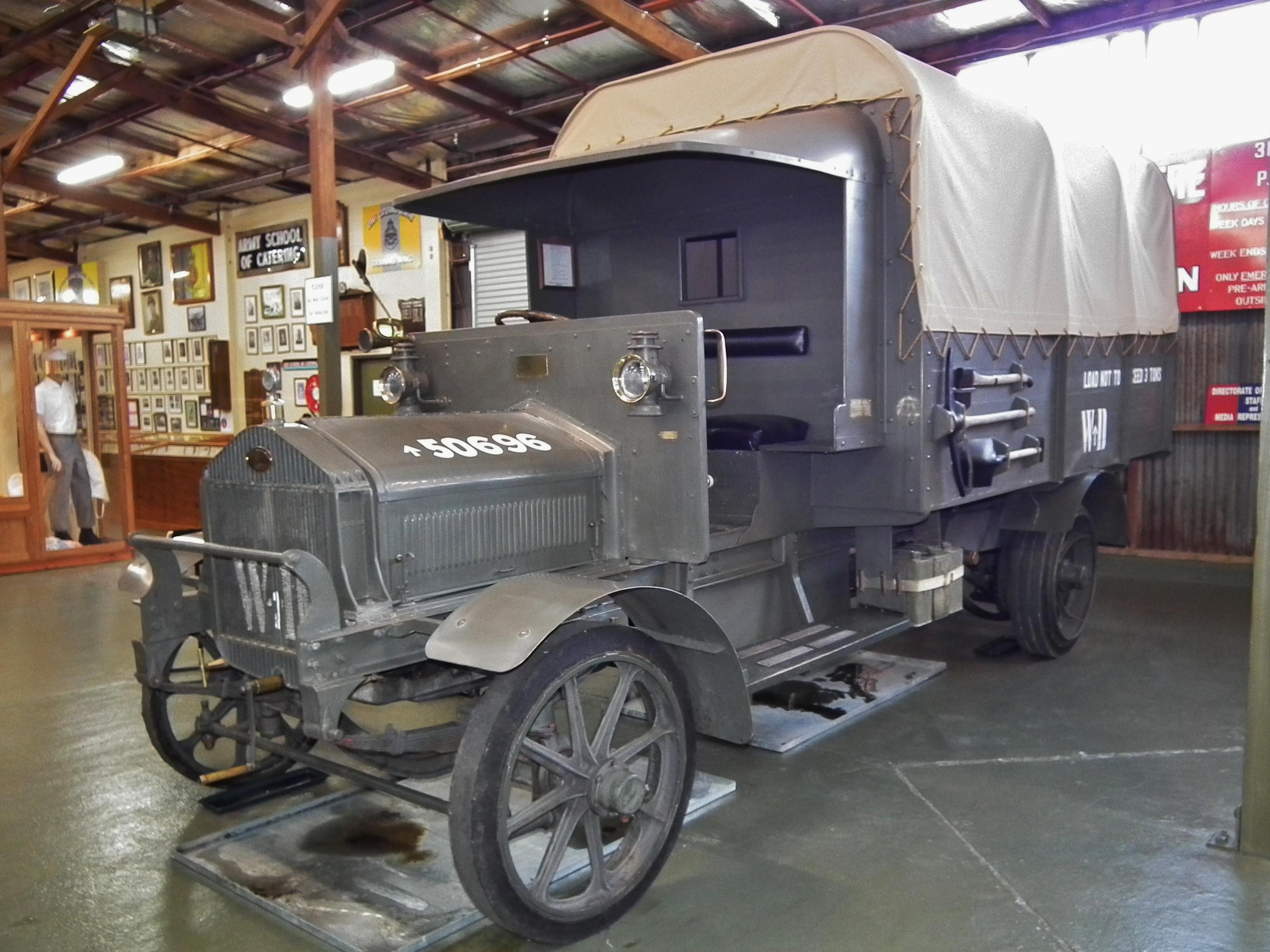 [Pilt: 1916_Albion_A10_3_ton_truck_%285633528609%29.jpg]