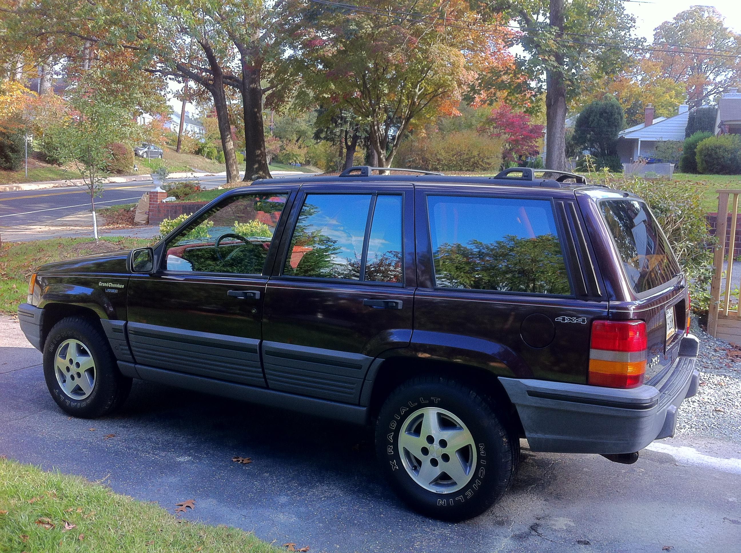 file:1993 jeep grand cherokee laredo - blackberry with crimson