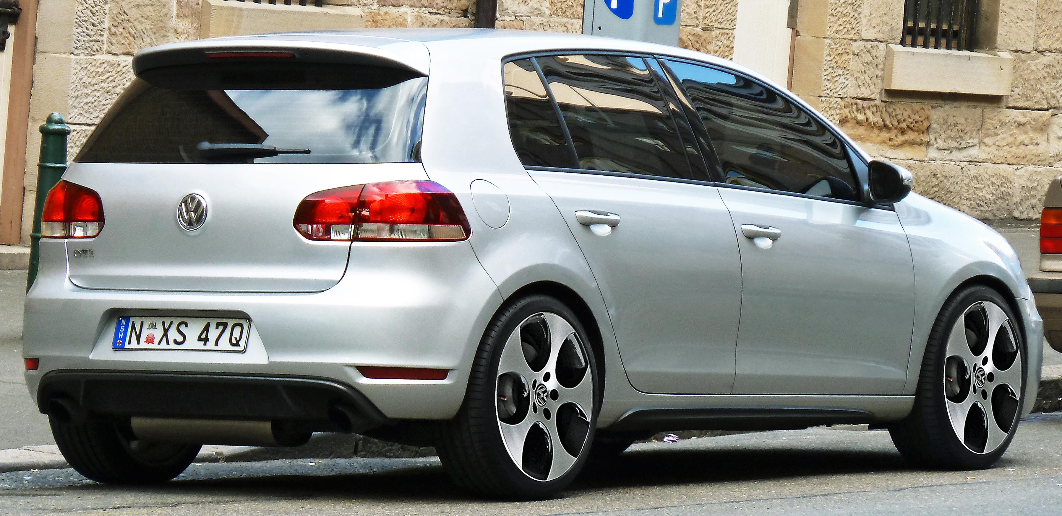 file 2009 2011 volkswagen golf 5k gti 5 door hatchback 2011 10 31 wikimedia commons. Black Bedroom Furniture Sets. Home Design Ideas