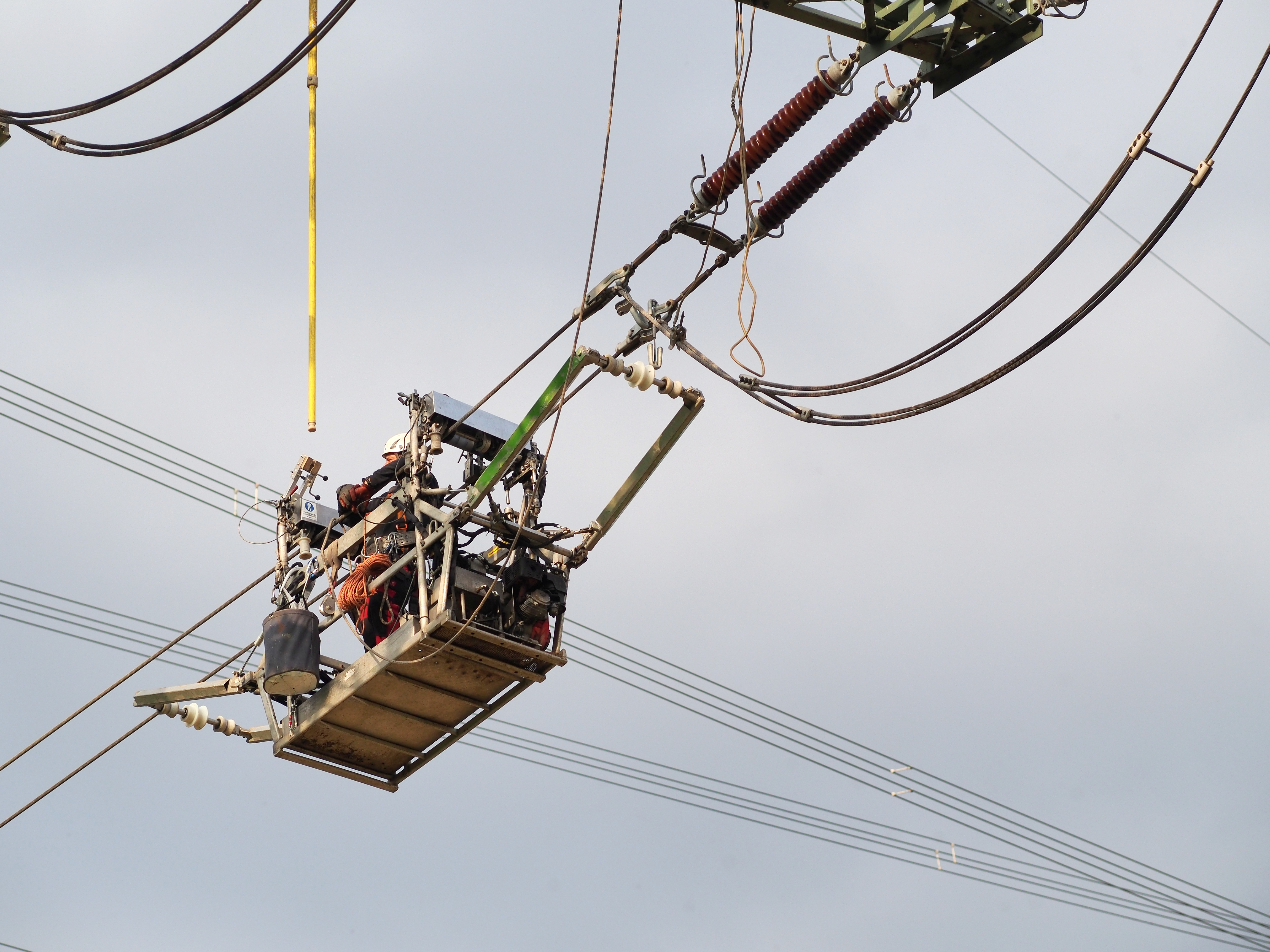 File:2013-cable-trolley-power-line-maintenance-1.jpg - Wikimedia ...: commons.wikimedia.org/wiki/File:2013-cable-trolley-power-line...