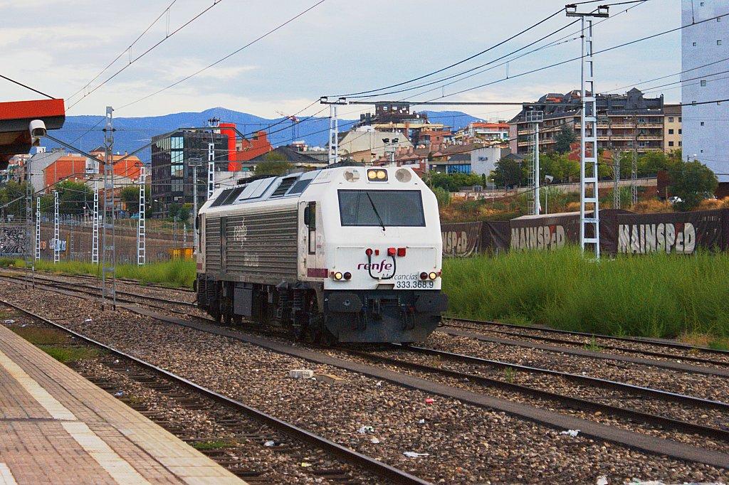 Locomotora 333.368 en la estación de Granollers Centre. Foto de Luis Zamora en 2009.