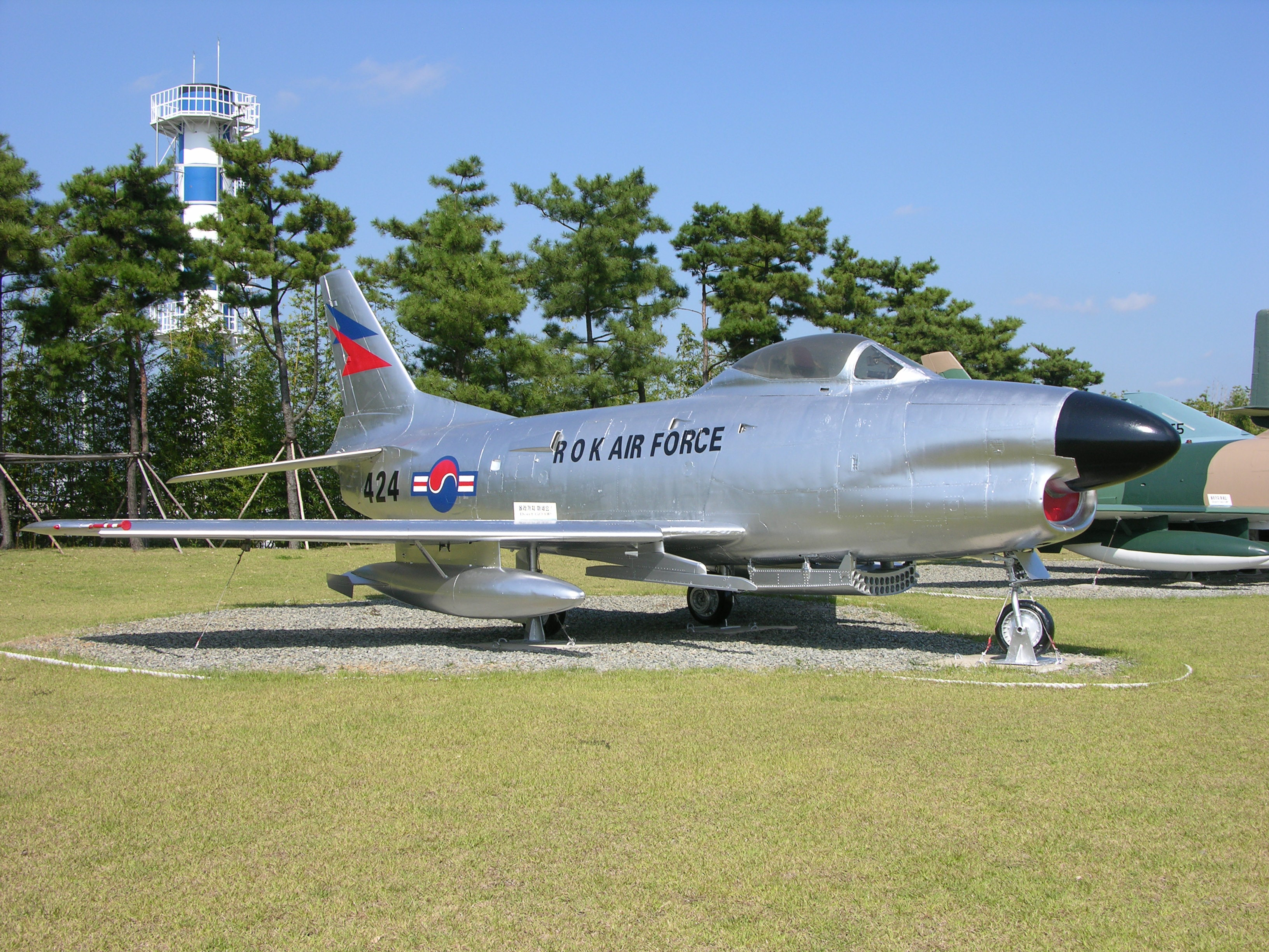 File:424 (51-8424) an F-86D Saber Dog RoKAF (