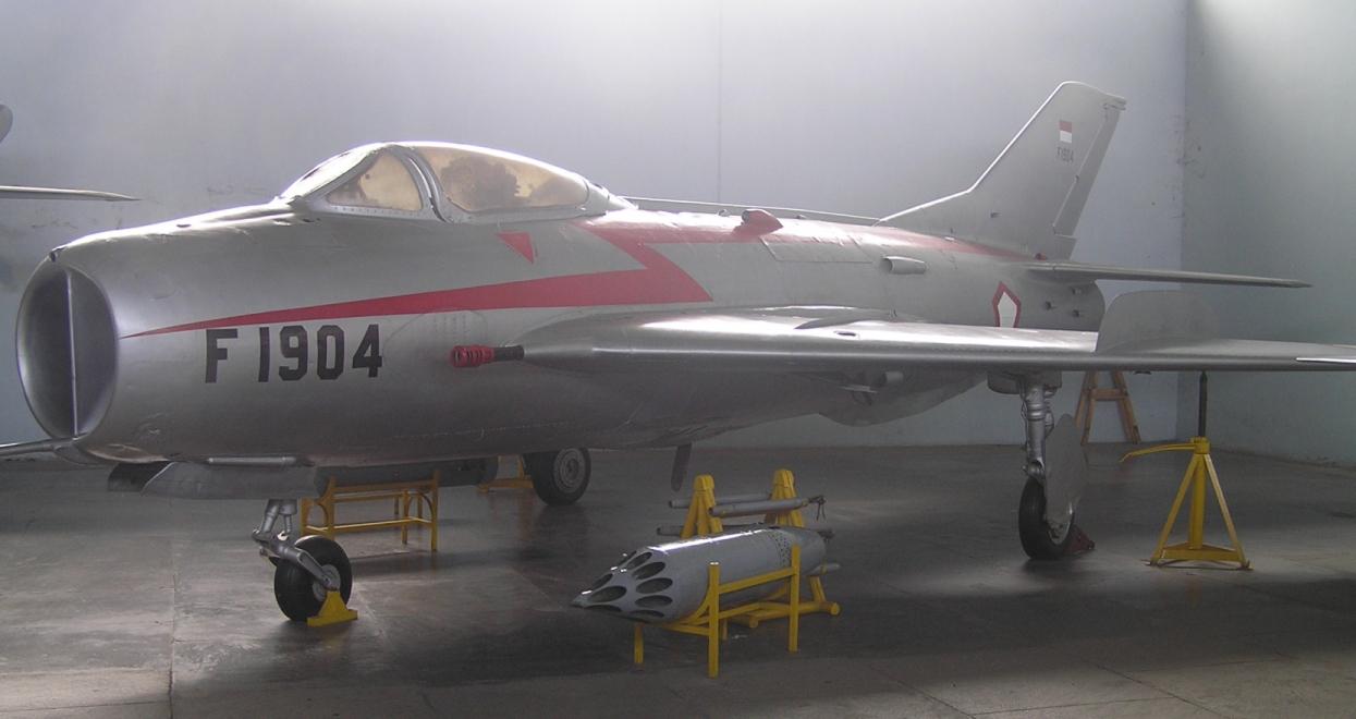 Mig 19 Vs F100