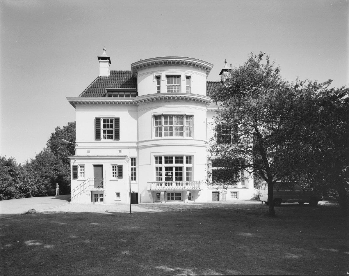 Het witte huis in enschede monument - Fotos van huis ...