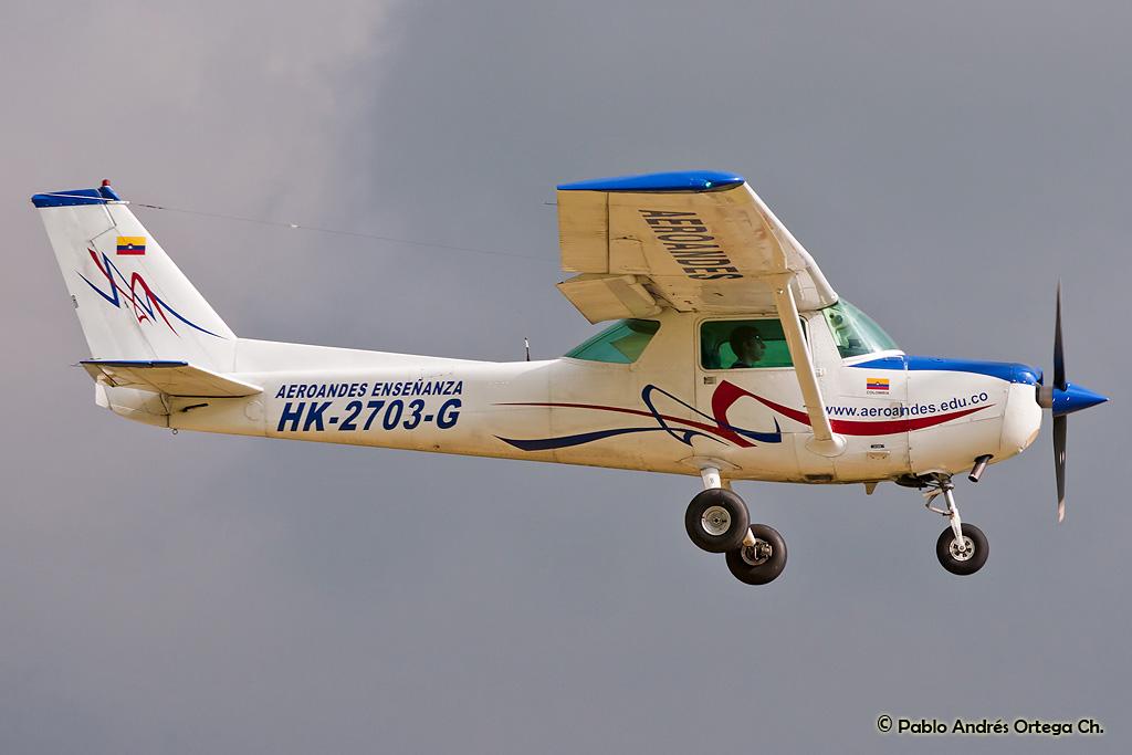 Aeroandes_Cessna_152_HK-2703-G_%284847733452%29.jpg