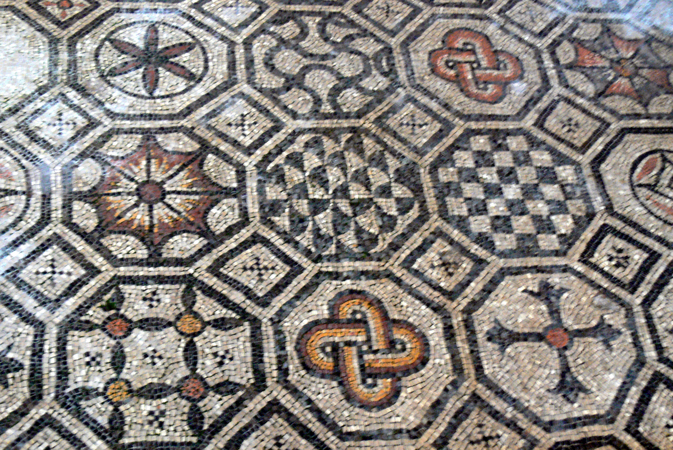 fileaquileia basilica mosaik 2 geometrische musterjpg - Mosaik Muster
