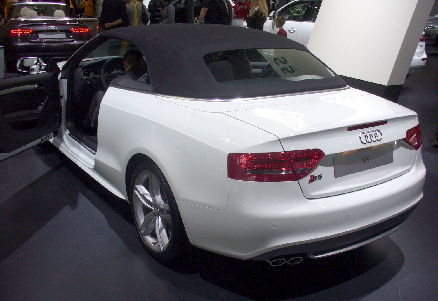 file audi s5 cabrio heck jpg. Black Bedroom Furniture Sets. Home Design Ideas