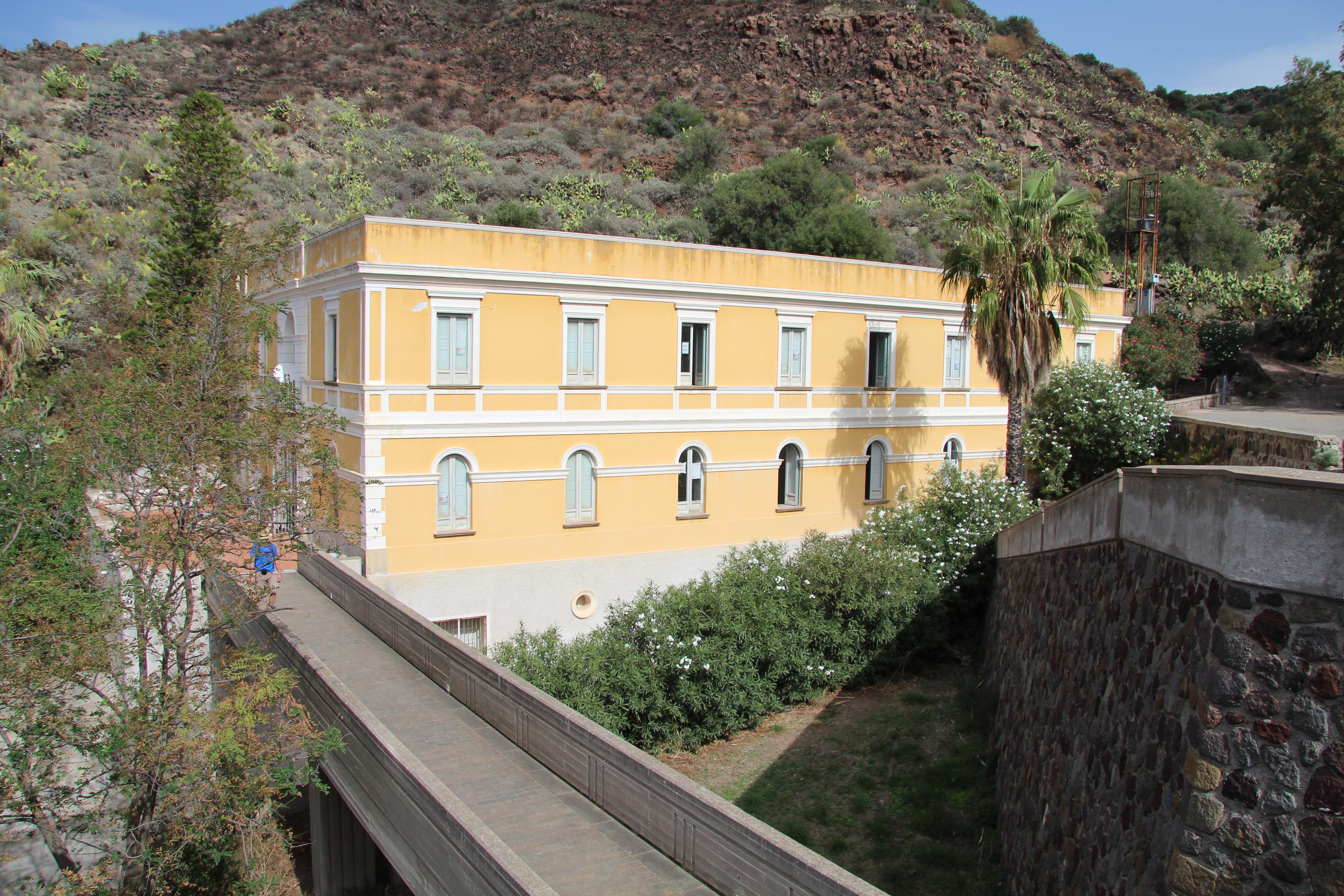 File:Bagni Termali San Calogero.JPG - Wikimedia Commons