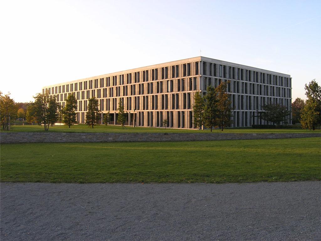 Bundesarbeitsgericht (errichtet zwischen 1996 und 1999), am Hugo-Preuß-Platz in Erfurt