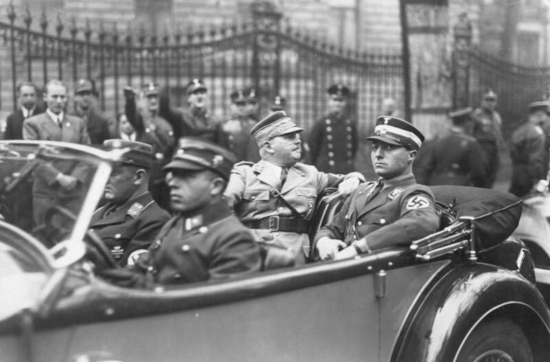 Bundesarchiv Bild 102-03074A, Berlin, Ernst Röhm und Karl Ernst im Auto