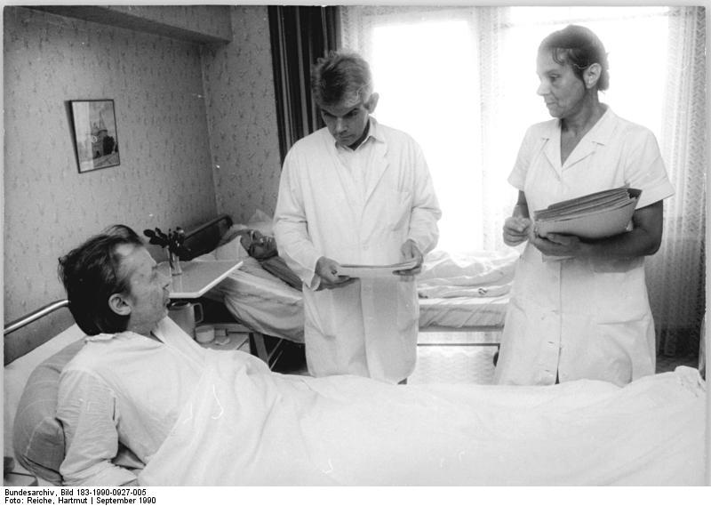 Bildergebnis für Wikimedia Commons Bilder Am Bett im Krankenhaus