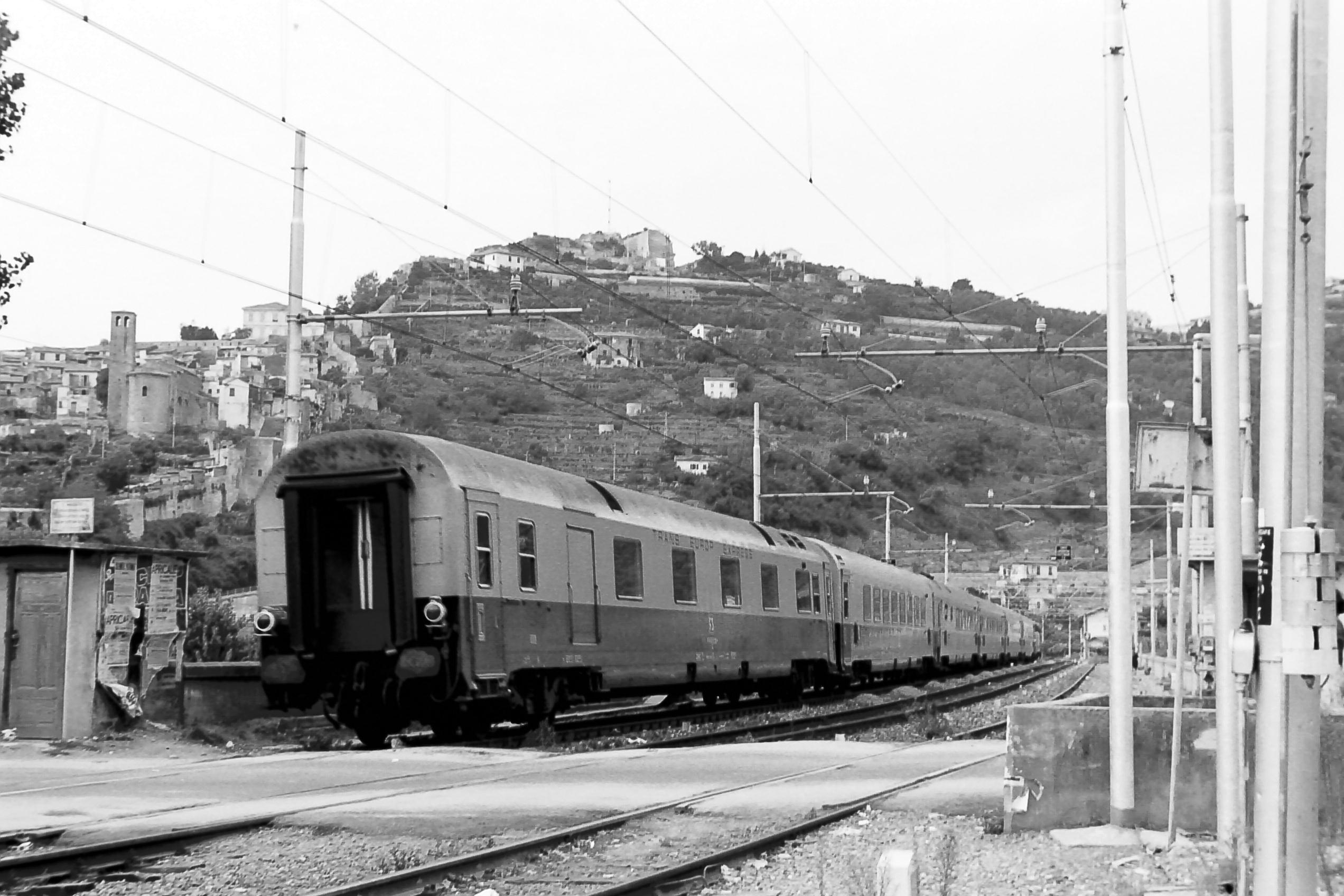 File carrozza tee fs dz jpg wikimedia commons for Carrozza del treno