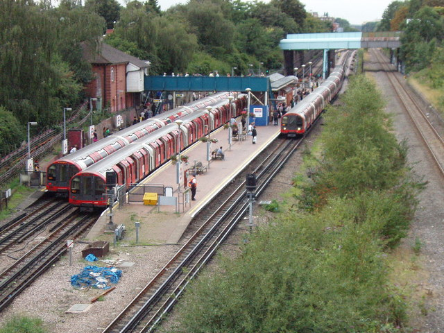Central line trains at North Acton station - geograph.org.uk - 934934