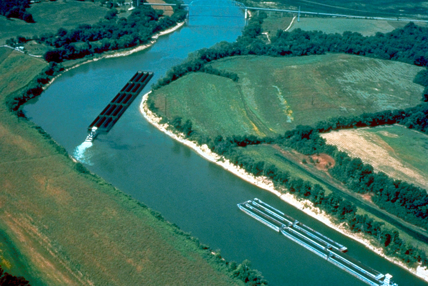 File:Cumberland River barge traffic.jpg  Wikipedia, the free