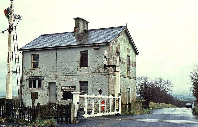 http://upload.wikimedia.org/wikipedia/commons/2/26/Dunloy_station_-_geograph.org.uk_-_1197019.jpg