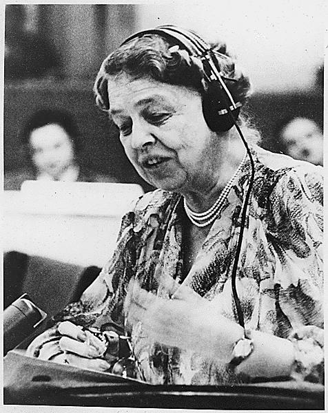 Eleanor_Roosevelt_at_United_Nations.png (476×600)