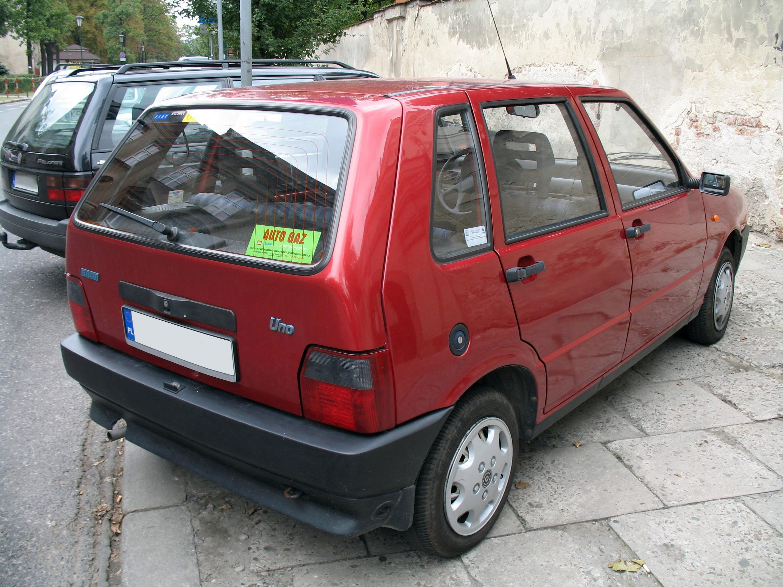 File:Fiat Uno II back.jpg - Wikimedia Commons