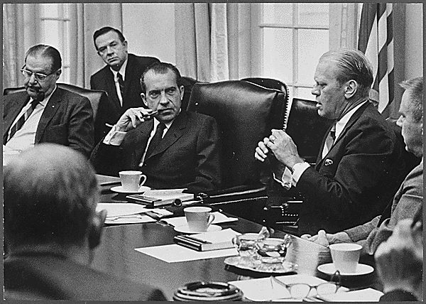 Ford in meeting with Nixon.png