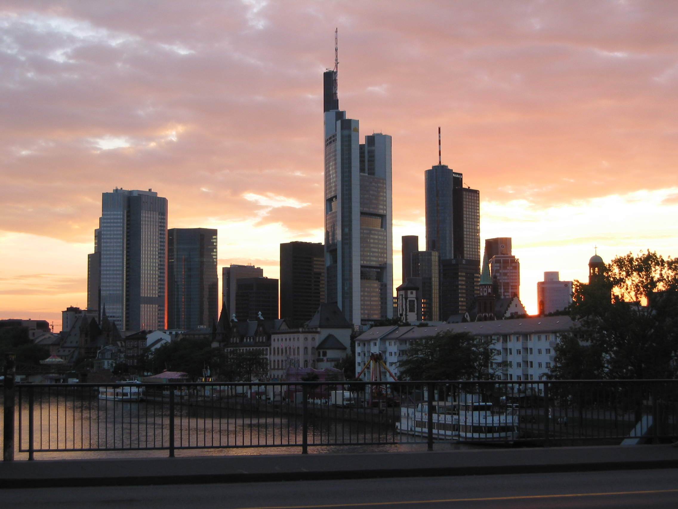 file frankfurt skyline at wikimania. Black Bedroom Furniture Sets. Home Design Ideas